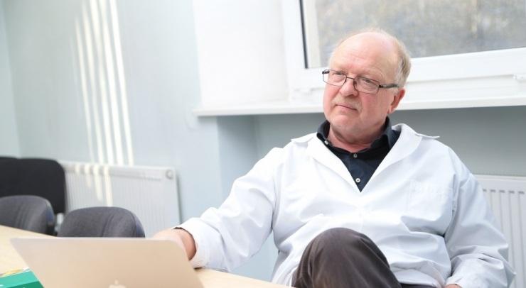 HIV-i ravimite komisjoni liiget kahtlustatakse altkäemaksu võtmises