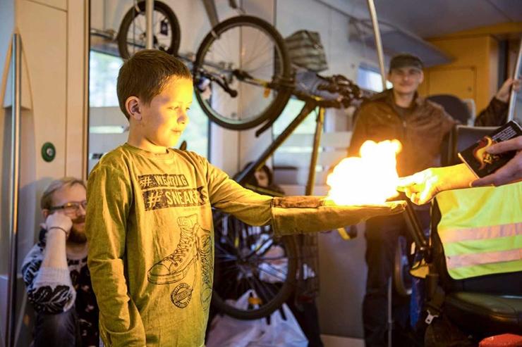 Teadlaste ööl paneb välgulöök lambid inimese käes helendama