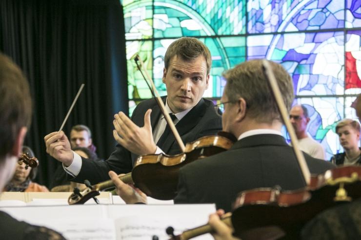"""FOTOD JA VIDEOD: Tallinna Kammerorkestril algas uus hooaeg """"Kevadise kärbsega"""""""