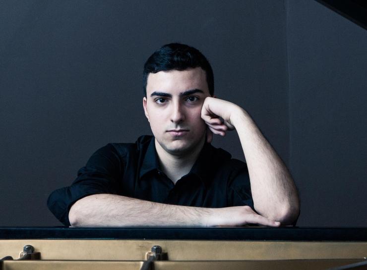 Täna õhtul annab Tallinnas soolokontserdi noorema põlvkonna eriline talent pianist Alberto Ferro Itaaliast