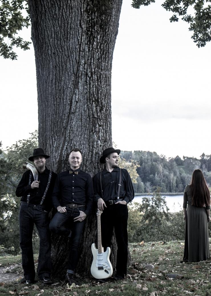 Ansambel Trio ROMANSID avab kontserttuuri Hopneri majas
