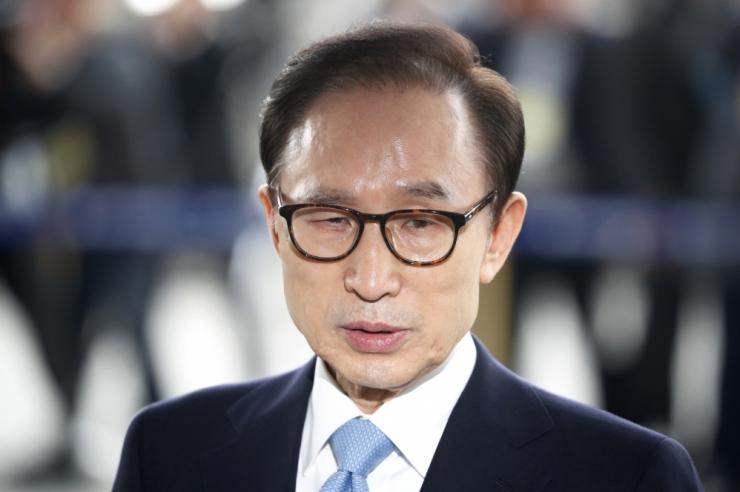 Kohus mõistis Lõuna-Korea ekspresidendi 15 aastaks vangi