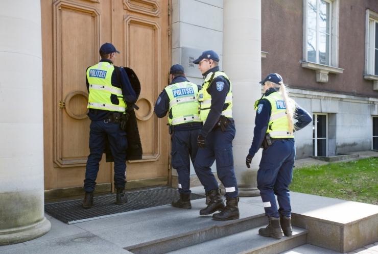 Politseinikud harjutavad Tallinnas relvastatud röövi lahendamist