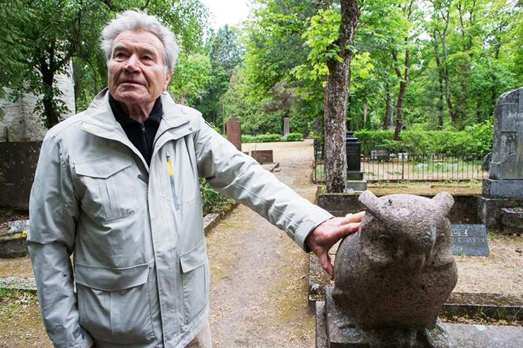 HOIA ESIVANEMATE HAUDU: Kalmistult saab tellida ka hauaplatsi hooldust ja puhastamist