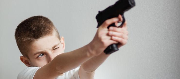 MASSITULISTAMISE PEATAMISEKS: Õpetajad saavad õiguse koolikottidest relvi ja muid kahtlasi esemeid otsida