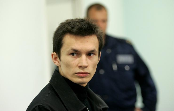 Sarimõrtsukas Ustimenko püüdis vangivalvuril kõri läbi lõigata