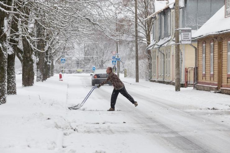 Politsei palub sõidukijuhtidel valmistuda nädalavahetuse lumesajuks