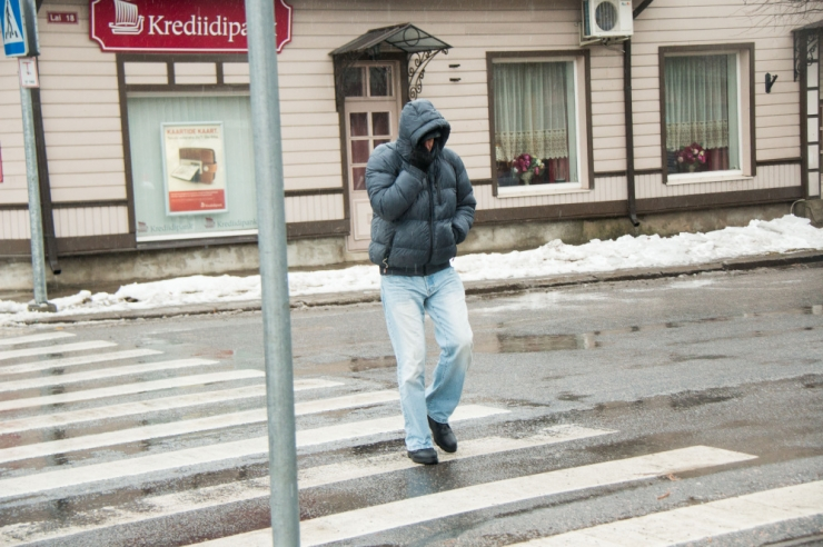 Tallinnas jäi mõnetunnise vahega kaks jalakäijat vöötrajal auto alla