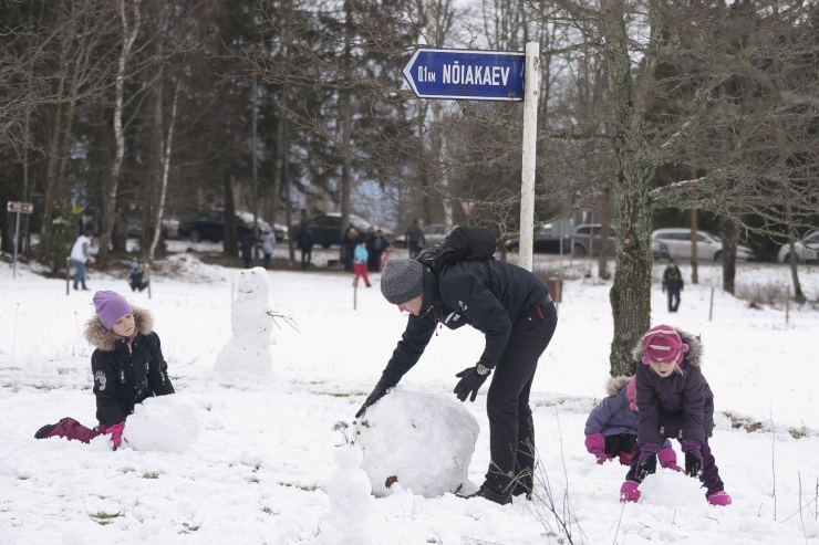 Lõuna-Eestis on lumesadu sõiduolud eriti keeruliseks muutnud