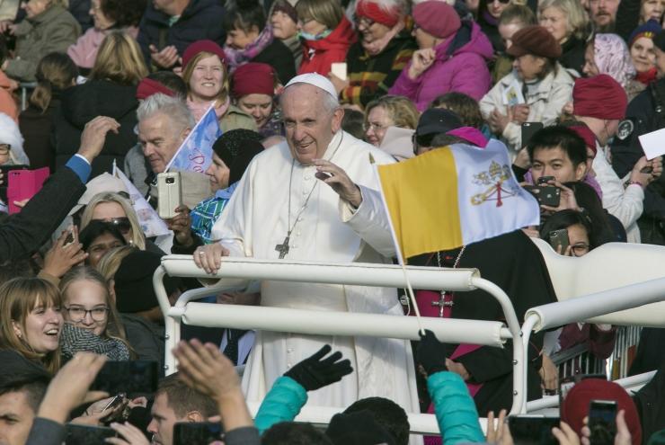 Paavst: USA sünagoogirünnak on ebainimlik vägivallaakt