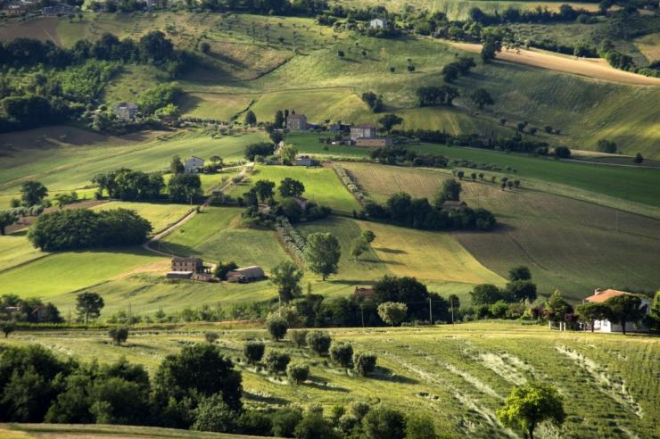 Itaalia valitsus tahab premeerida lasterikkaid peresid maatükiga