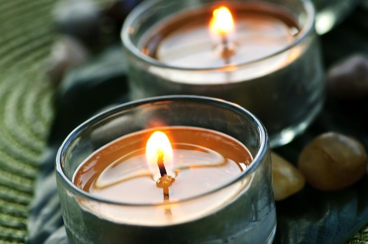 PÄÄSTEAMET: Hingedeajal süüdatud küünal võib põhjustada tulekahju