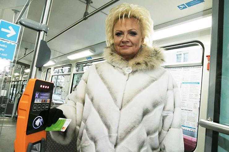 Tallinna külalised võivad nüüd bussis ka pangakaardiga maksta
