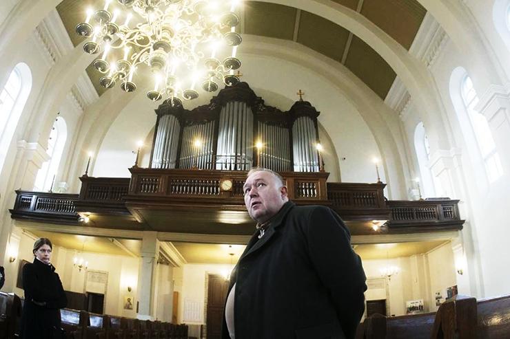 Linna toel sai korda Kaarli kiriku orel ja  Pühavaimu kiriku lühtrid