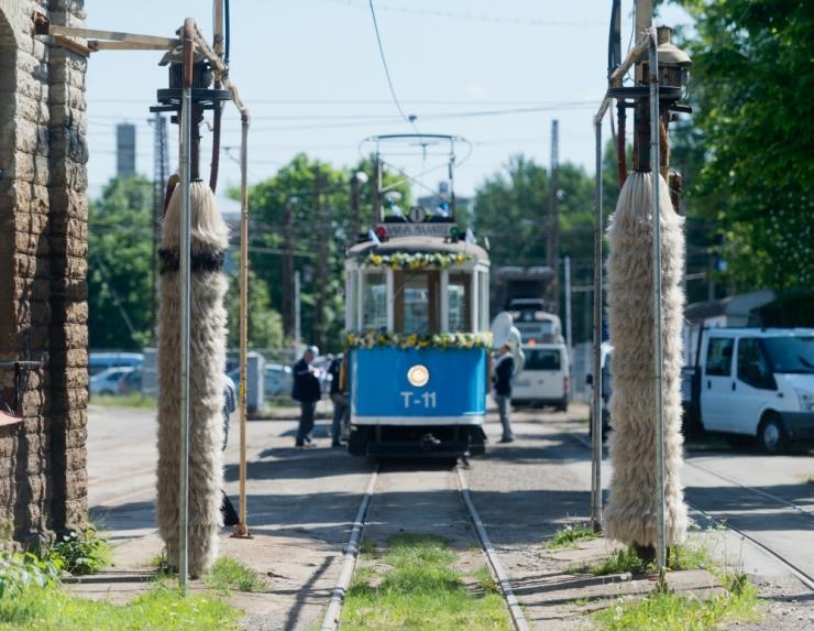 Ligi 2100 väikest trammihuvilist käis vaatamas, kus trammid magavad