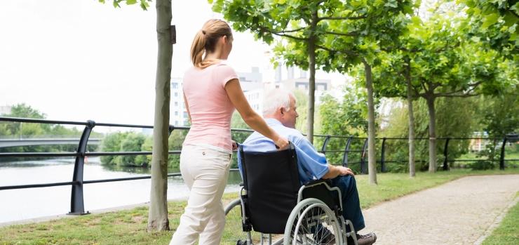 Tallinnas mitmekordistuvad puudega inimeste hooldajate toetused