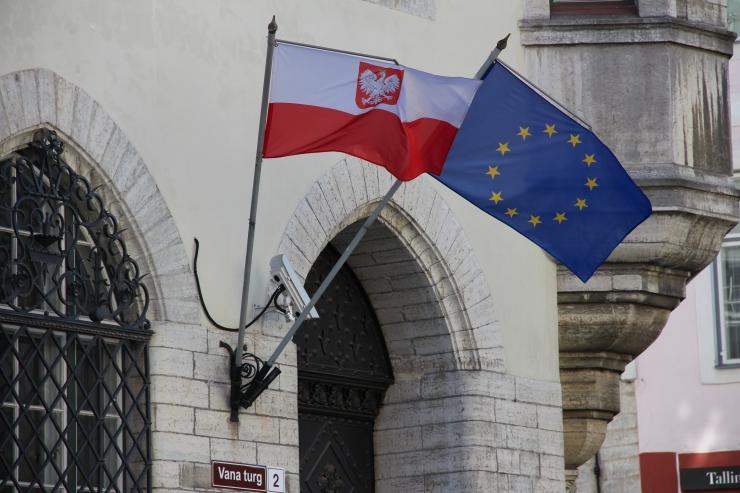 Vabaduse väljak värvub Poola Vabariigi juubeliks valgeks ja punaseks