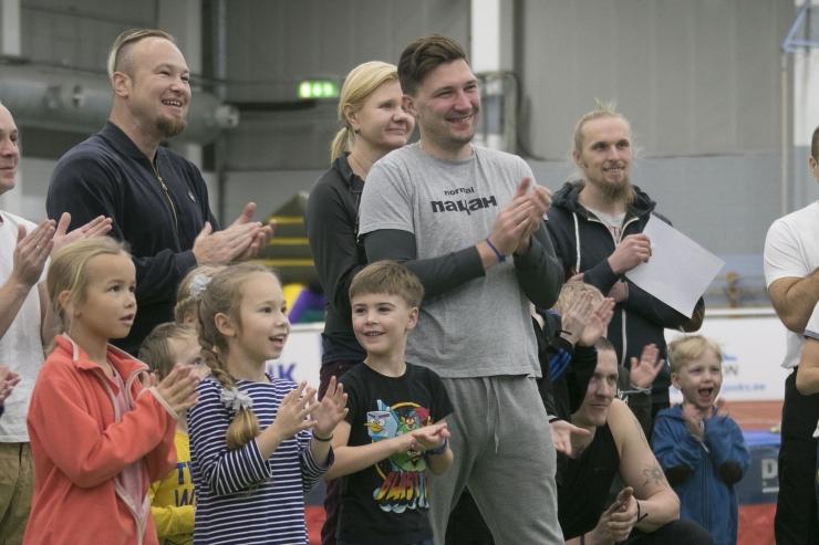 FOTOD JA VIDEO! Sportlikul isadepäeval sai panna proovile vehklemisoskused