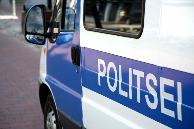 Politsei pidas püstolit paugutades kinni autovarguses kahtlustatava Leedu mehe