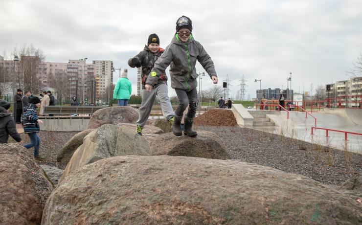FOTOD JA VIDEO! Uues Lasnamäe Kivila spordipargis saab värskes õhus treenida