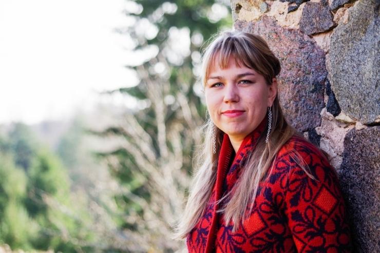 Võrumaa juurtega folk-laulja Mari Kalkun annab Nõmmel kontserdi