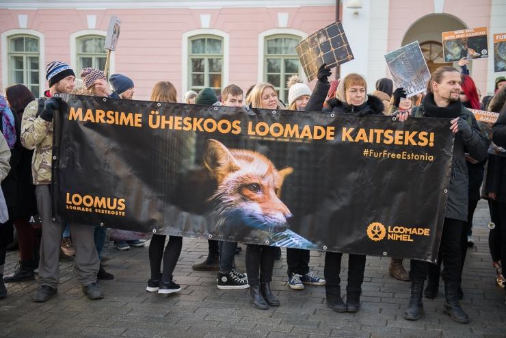 FOTOD! 300 loomasõpra marssisid täna riigikogu ette