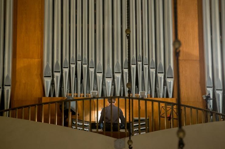 Aivar Sõerd esitab orelil kaunist jõulumuusikat