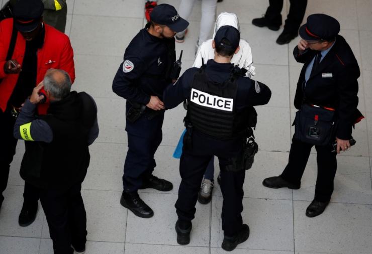 Prantsuse senatiametnikku kahtlustatakse spionaažis Põhja-Korea kasuks