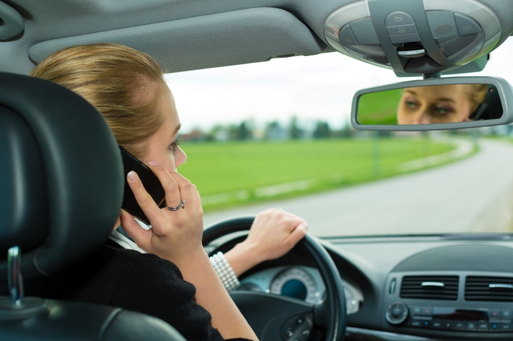 Politseinik: endiselt leidub autojuhte, kes ei tea, et telefoni kasutamine roolis on keelatud