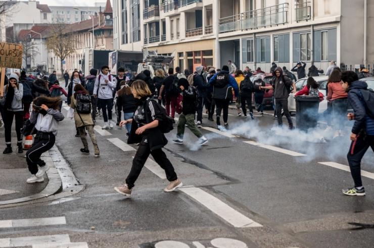 Ametnik: Prantsuse valitsus kaalub rikaste maksu taastamist