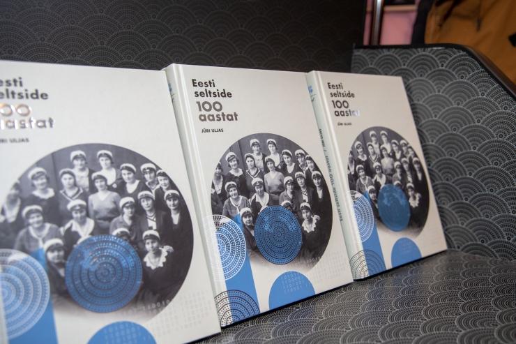 FOTOD! Eesti seltside kirju ajalugu sai juubeliaastaks raamatukaante vahele