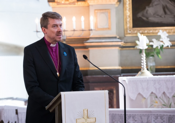 Peapiiskop: sündivuse toetuseks ristin isiklikult perede kolmanda lapse