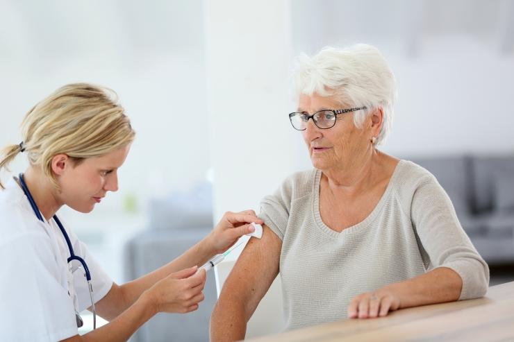 Järgmisest sügisest on hooldekodude elanikele gripi vastu vaktsineerimine tasuta