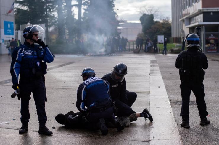 Pariisis saadetakse protestide ajaks tänavatele 8000 politseinikku