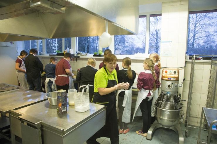 FOTOD JA VIDEO! Ekspert: Eesti kodudes läheb aastas raisku 63 miljoni euro eest toitu