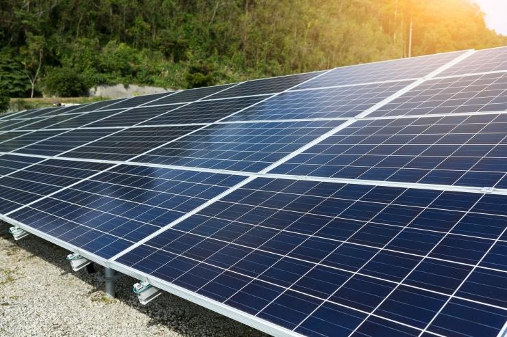 Sada linnale kuuluvat maja saavad katusele päikesepaneelid