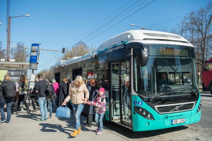 Tallinna ühistransport töötab jõuluajal pühapäevaste graafikute alusel