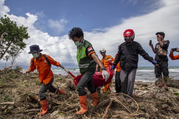Indoneesia tsunamiohvrite arv on kasvanud 373-ni