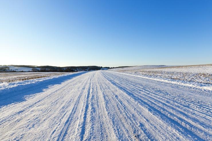 Värskelt sadanud lumi võib teed kohati libedaks muuta