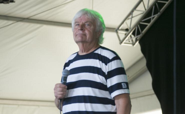 IVO LINNA: Ka parteis vältigu inimene koos teistega hundi moodi ulgumist