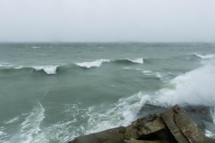 Tugevnev tuul toob Läänemerele kuni kolmemeetrised lained