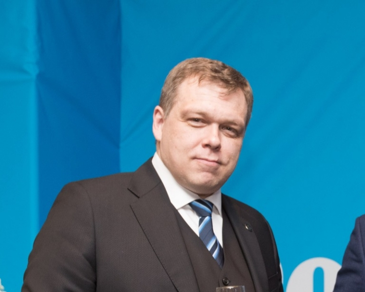 Postimehe senine peatoimetaja Lauri Hussar siirdub poliitikasse