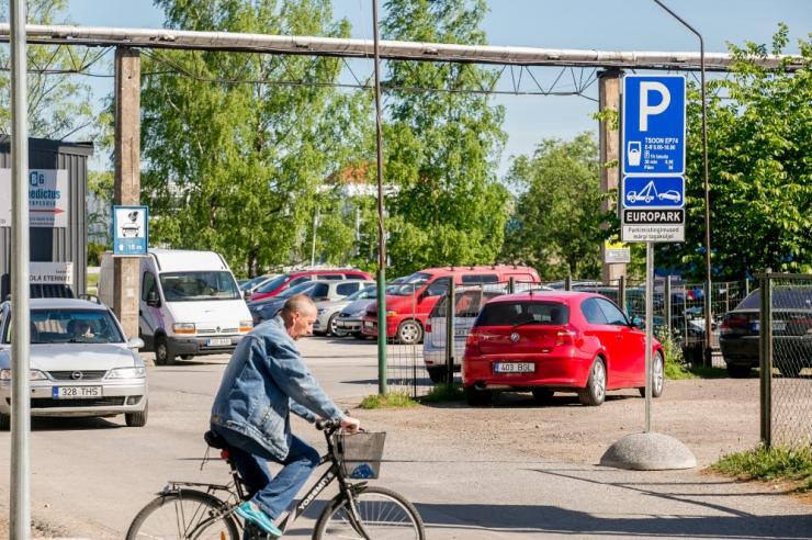 """LÕPP """"TASUTA"""" PARKIMISELE: Kohus lubab Europargil maanteametilt nõuda parkimisrikkujate andmeid"""