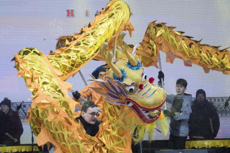 Hiina uusaasta saabub draakoni- ja lõvitantsuga