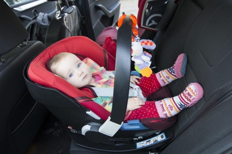 VIDEO: Last tuleb sõidutada seljaga sõidusuunas vähemalt neljanda eluaastani