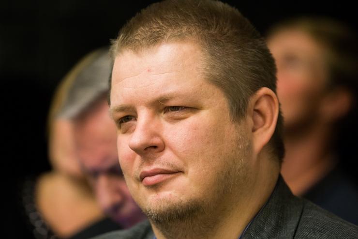Jüri Pihli asemel tuleb linnavolikokku Erki Savisaar