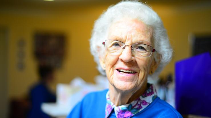 Vabatahtlikud pakuvad tuge 130 eakale ja erivajadusega inimesele – kodutöödest kinoskäikudeni