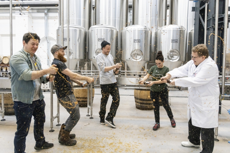 FOTOD! Põhjala uus pruulikoda alustas õlle villimisega