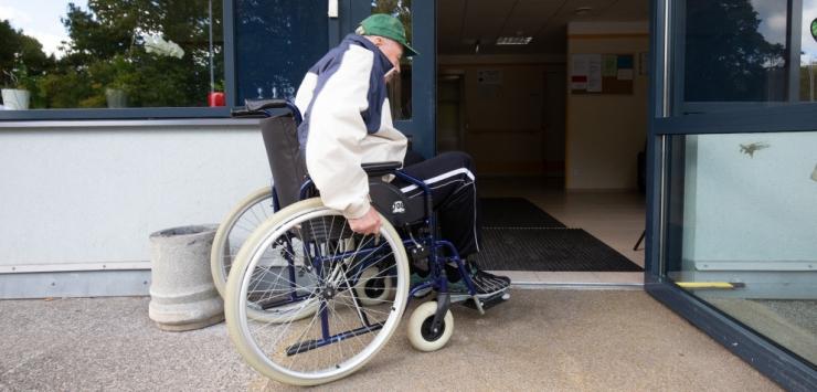 Linn vaatab oma asutused ratastoolis liikuja pilguga üle