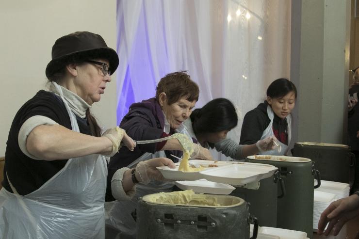 Puuduses inimeste vabariigi sünnipäevapidu ootab toiduannetusi